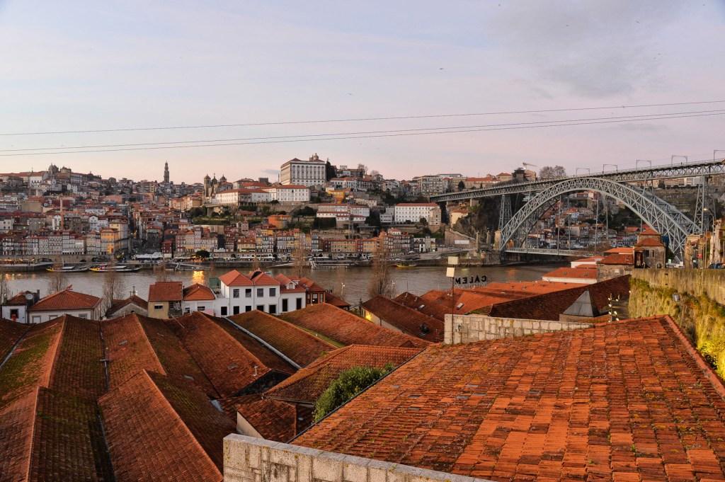 Πάνω απ' τις σκεπές του Πόρτο, Πορτογαλία