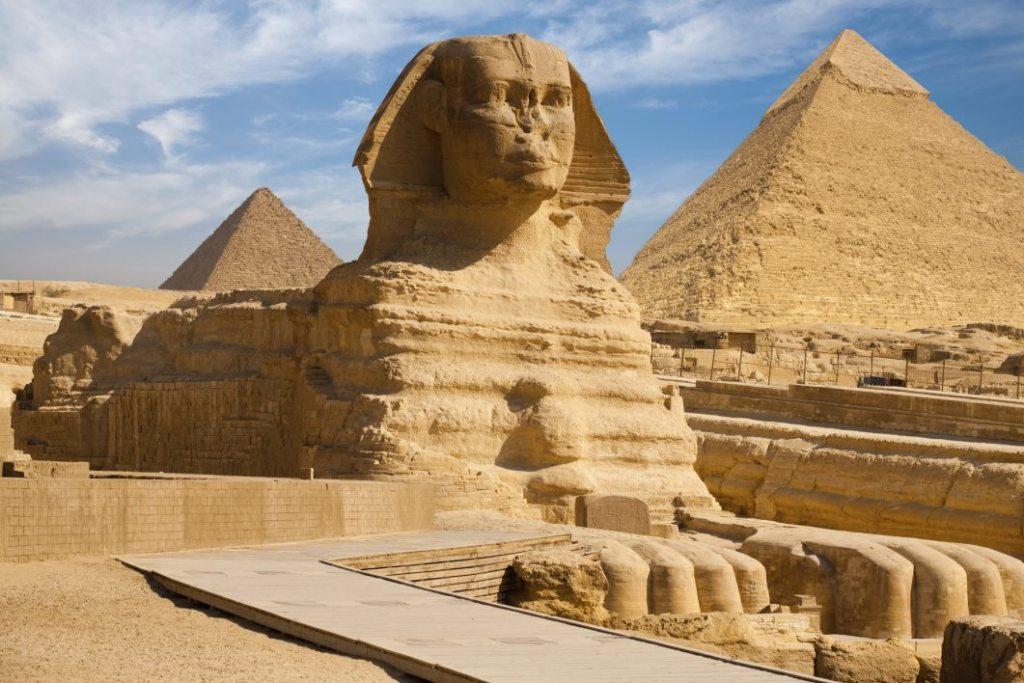 Летнюю жару в Египте могут выдержать разве что сфинксы