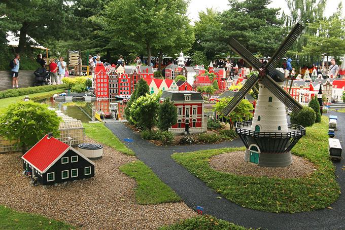 Legoland. Find billige flybilletter til Europa. Find billige flybilletter til Billund Nyd denne skønne bys mange eventyr!