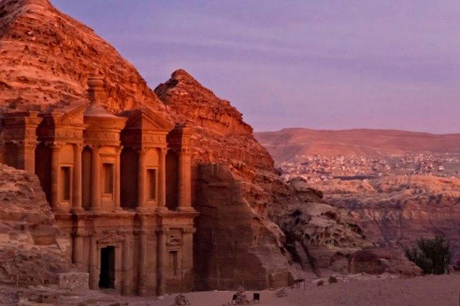 Ηλιοβασίλεμα στην Πέτρα