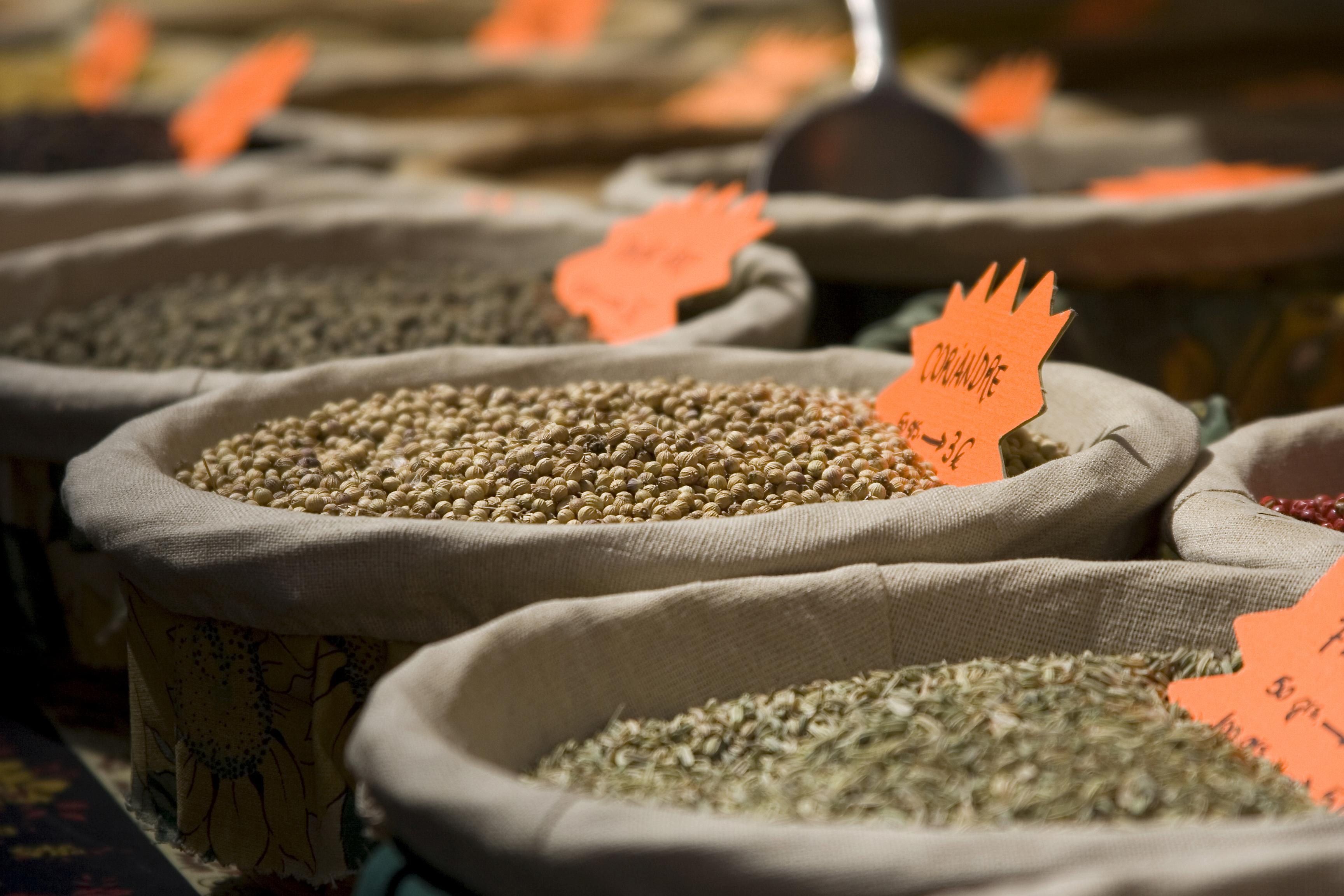Formas de ser un turista responsable en el Sudeste Asiático: comprar a granel