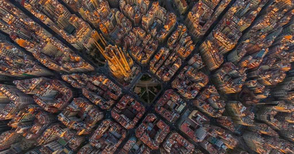 Вид сверху на район Барселоны Эшампле.