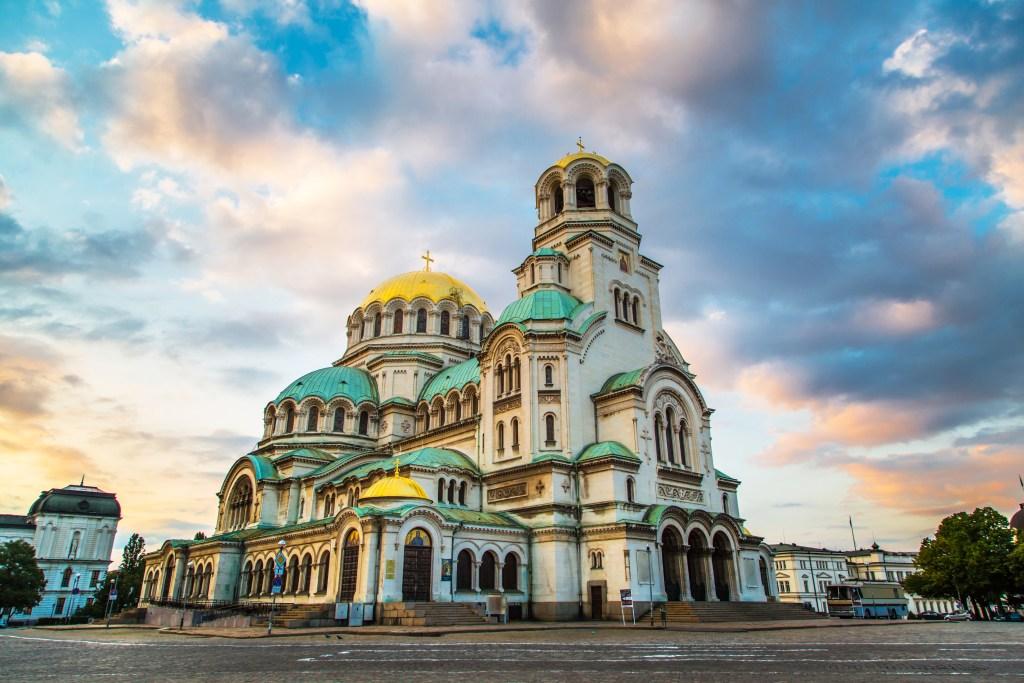O Καθεδρικός Ναός Αλεξάτνερ Νιέφσκι της Σόφιας από μακριά.