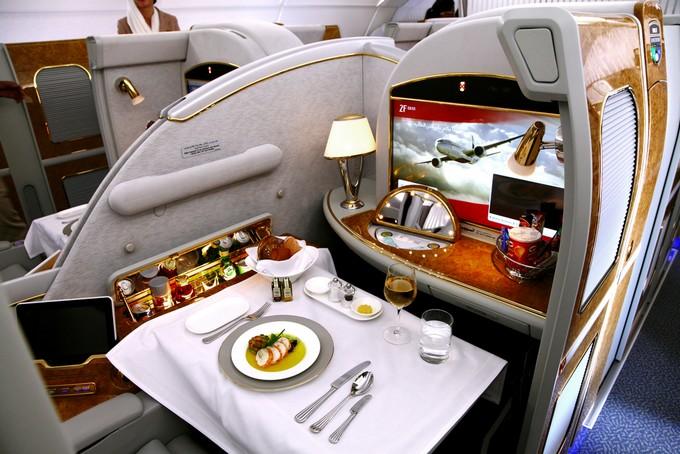vuelos de lujo: comida, entretenimiento y espacio para ti solo