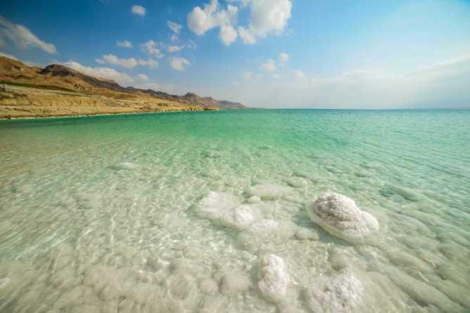 Το αλλόκοσμο τοπίο της Νεκράς Θάλασσας στην Ιορδανία