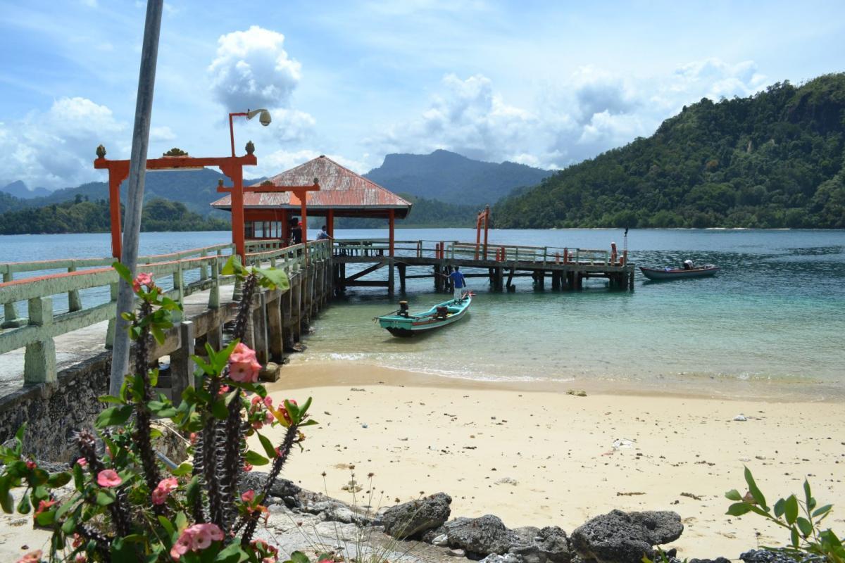 cheap flights to Padang, Sumatra, Indonesia