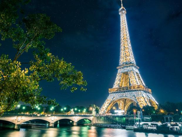 The Eiffel Tower illuminating gold lights at night