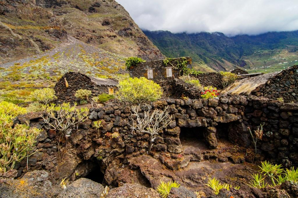 Θάμνοι στο ηφαιστειακό τοπίο του El Hierro, Κανάρια Νησιά