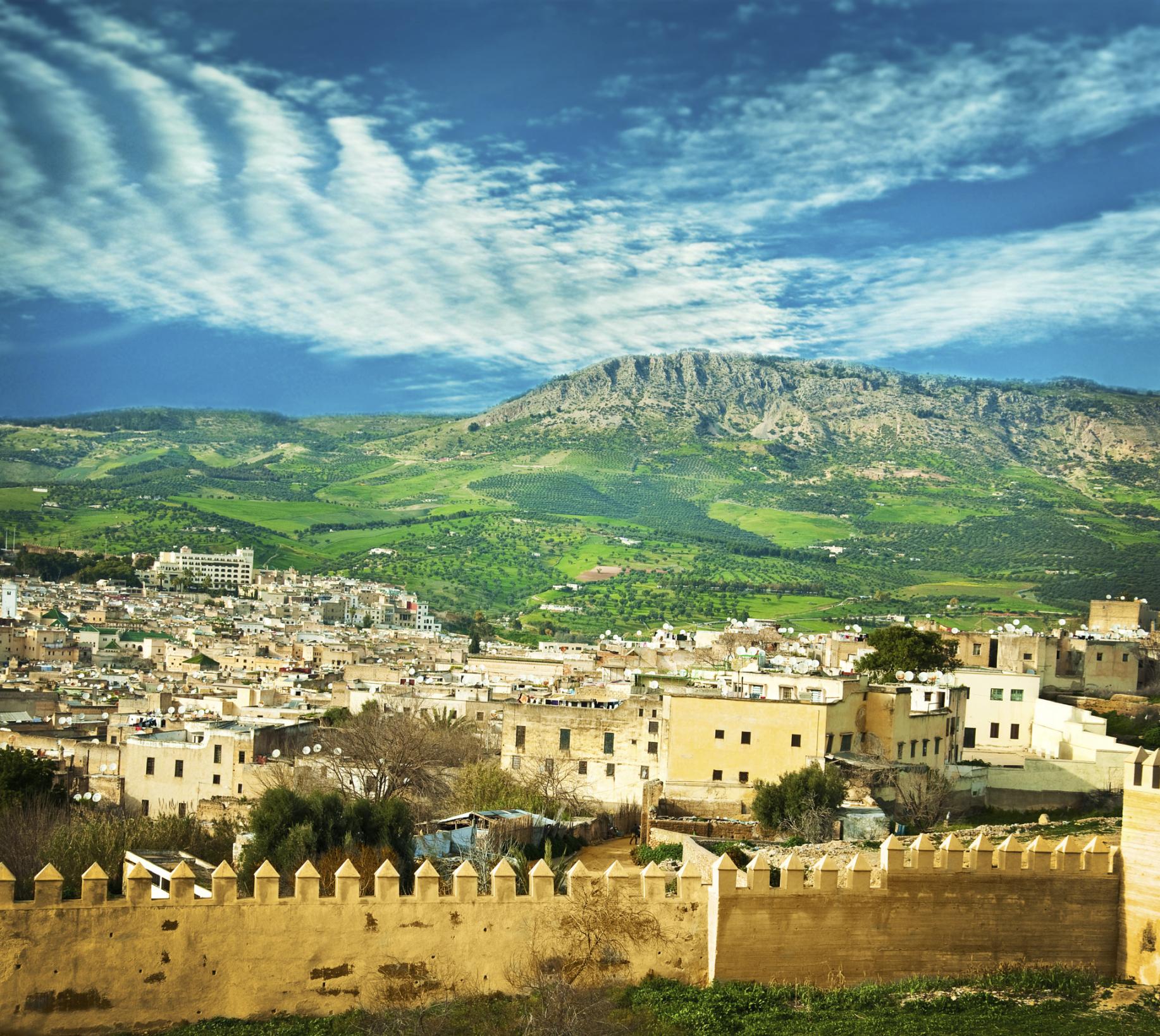 Πράσινοι λόφοι γύρω απ' τη μεντίνα της Φεζ - διακοπές στο Μαρόκο