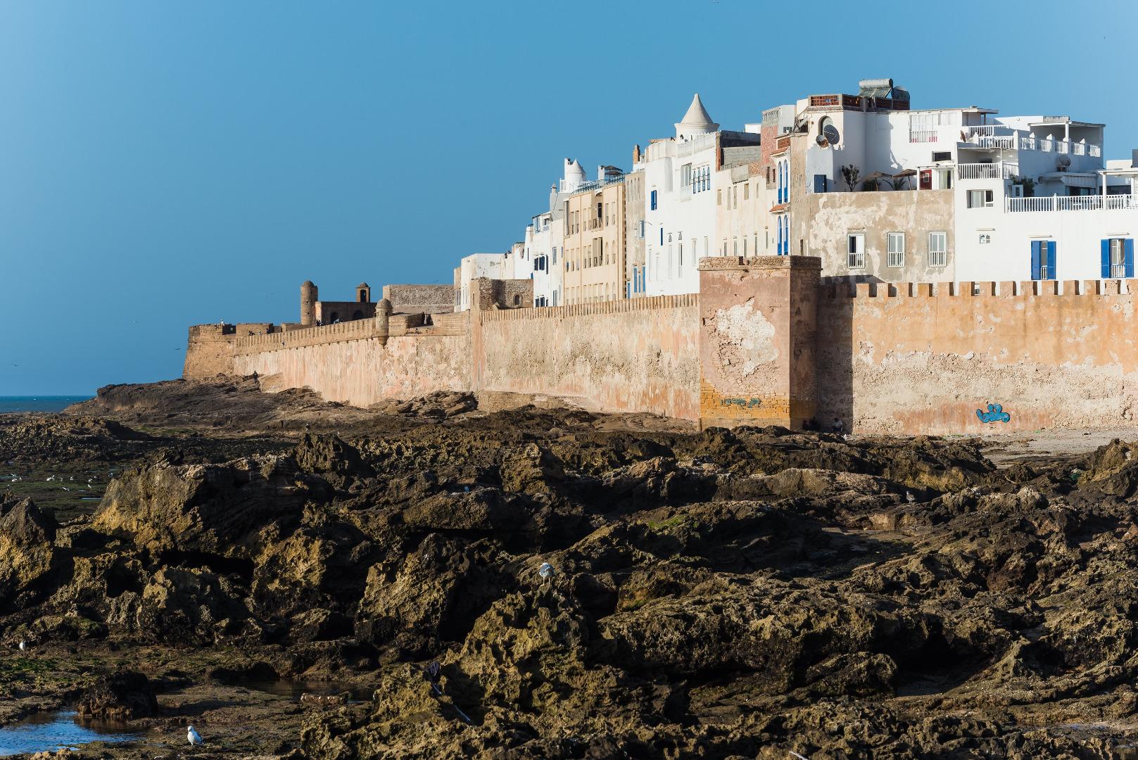 Τα τείχη που περιβάλλουν την Εσαουίρα, έναν απ' τους ομορφότερους προορισμούς ενός ταξιδιού στο Μαρόκο