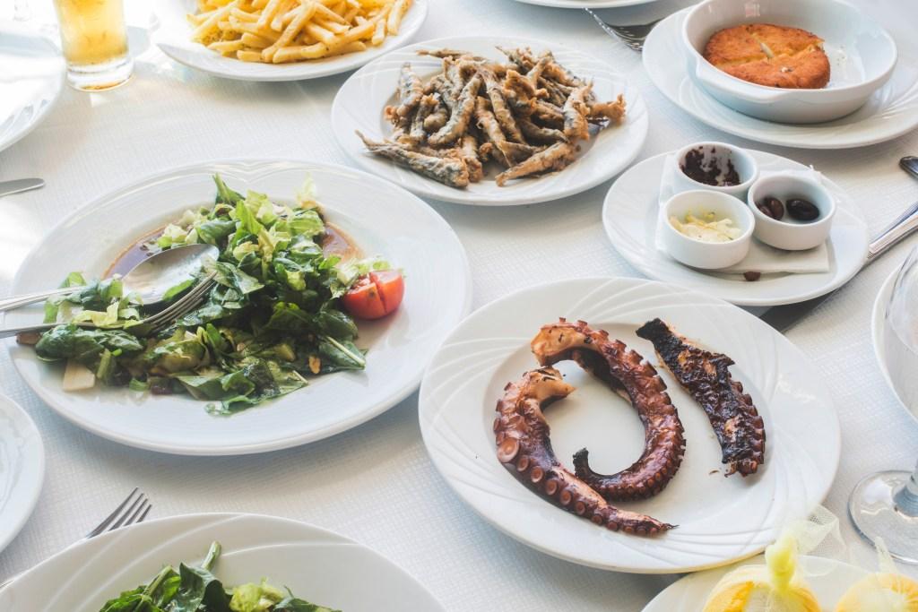 Τραπέζι με ελληνικές γεύσεις - στη Νάξο θα βουτήξετε στη γεύση
