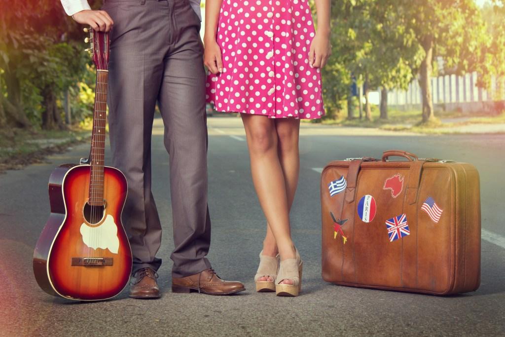 Узнайте, как возить гитару в самолете!