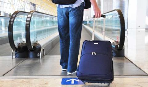 3012d6143 Clica en la foto y no te pierdas consejos del equipaje de mano cuando  vuelas con Ryanair