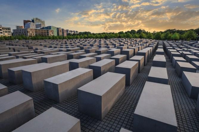 Berliini-nähtävyydet: Holokaustin muistomerkki