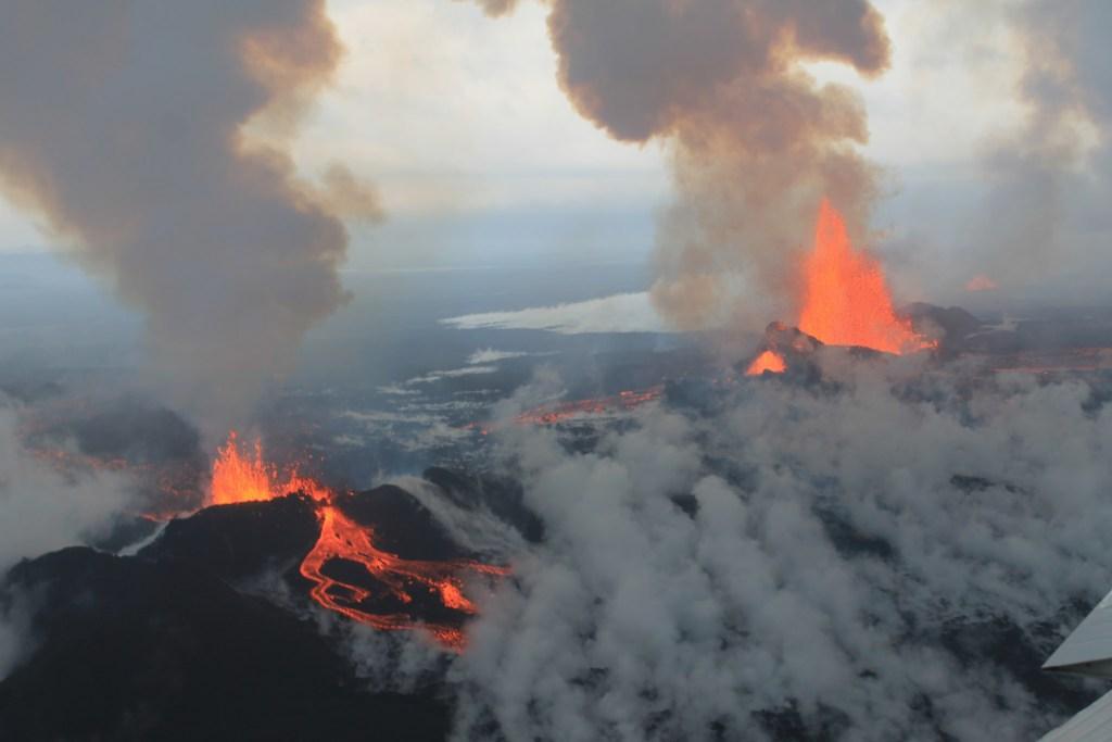 Ηφαίστειο εκρήγνυται στην Ισλανδία