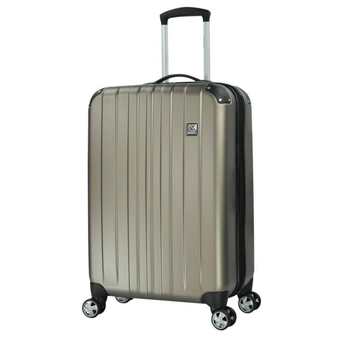 baea2f7997fd2 Pogrom walizek! Test wytrzymałości 8 popularnych bagaży | Skyscanner ...