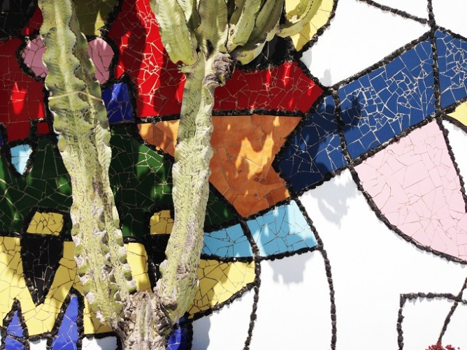Πολύχρωμος τοίχος του Cesar Manrique, Λανθαρότε