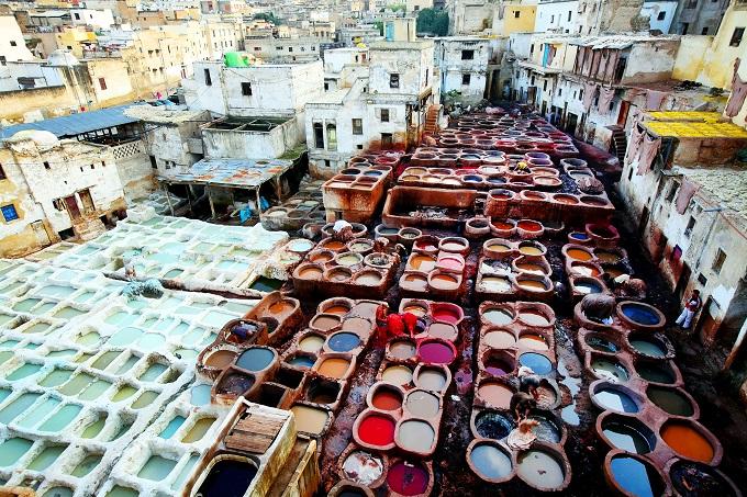 Πολύχρωμες βαφές για δέρματα στη Φεζ, Μαρόκο