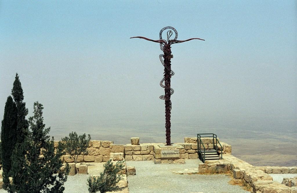 Μνημείο στο Όρος Νέμπο στα περίχωρα της Μάνταμπα.