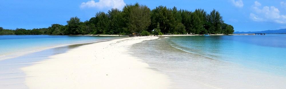 7 Pantai Tercantik Di Maluku Dan Maluku Utara Skyscanner Indonesia