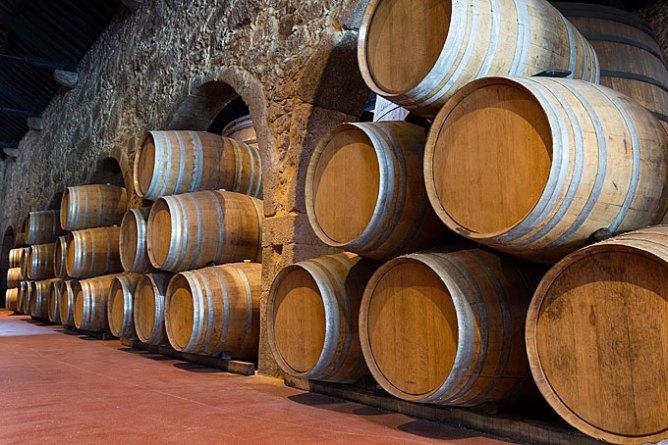 Βαρέλια ωρίμανσης του κρασιού πόρτο στην Gaia.