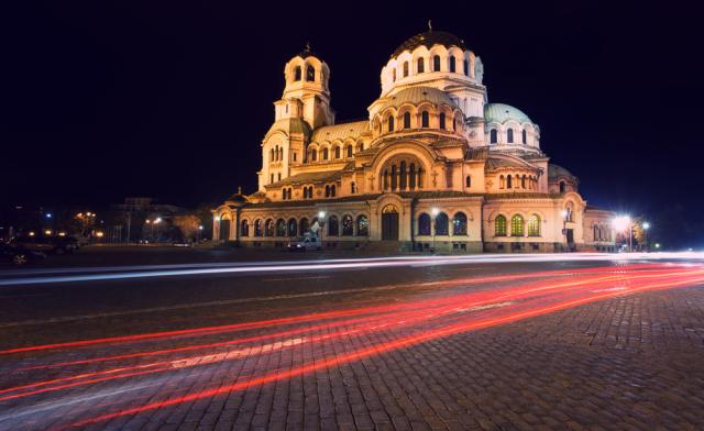 Εντυπωσιακή νυχτερινή λήψη του Καθεδρικού της Σόφιας.