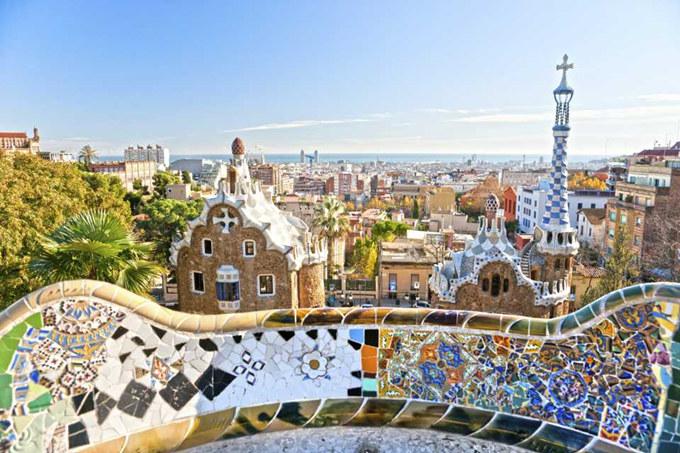 Gaudi parken. Find billige flybilletter til Europa. Find billige flybilletter til Barcelona. Nyd denne skønne bys mange eventyr!