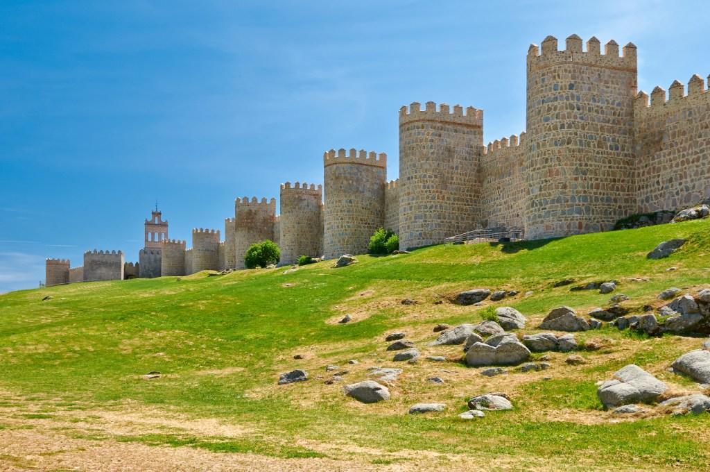 Крепостные стены в Авиле, Кастилья-Леон, Испания