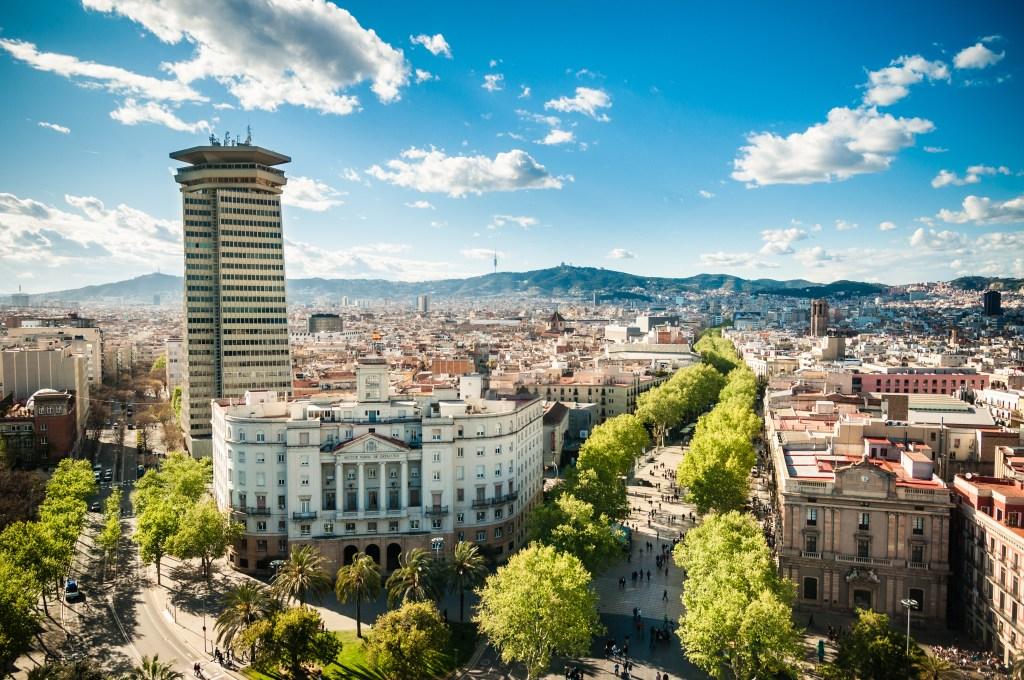 Ла Рамбла — главная туристическая улица Барселоны.