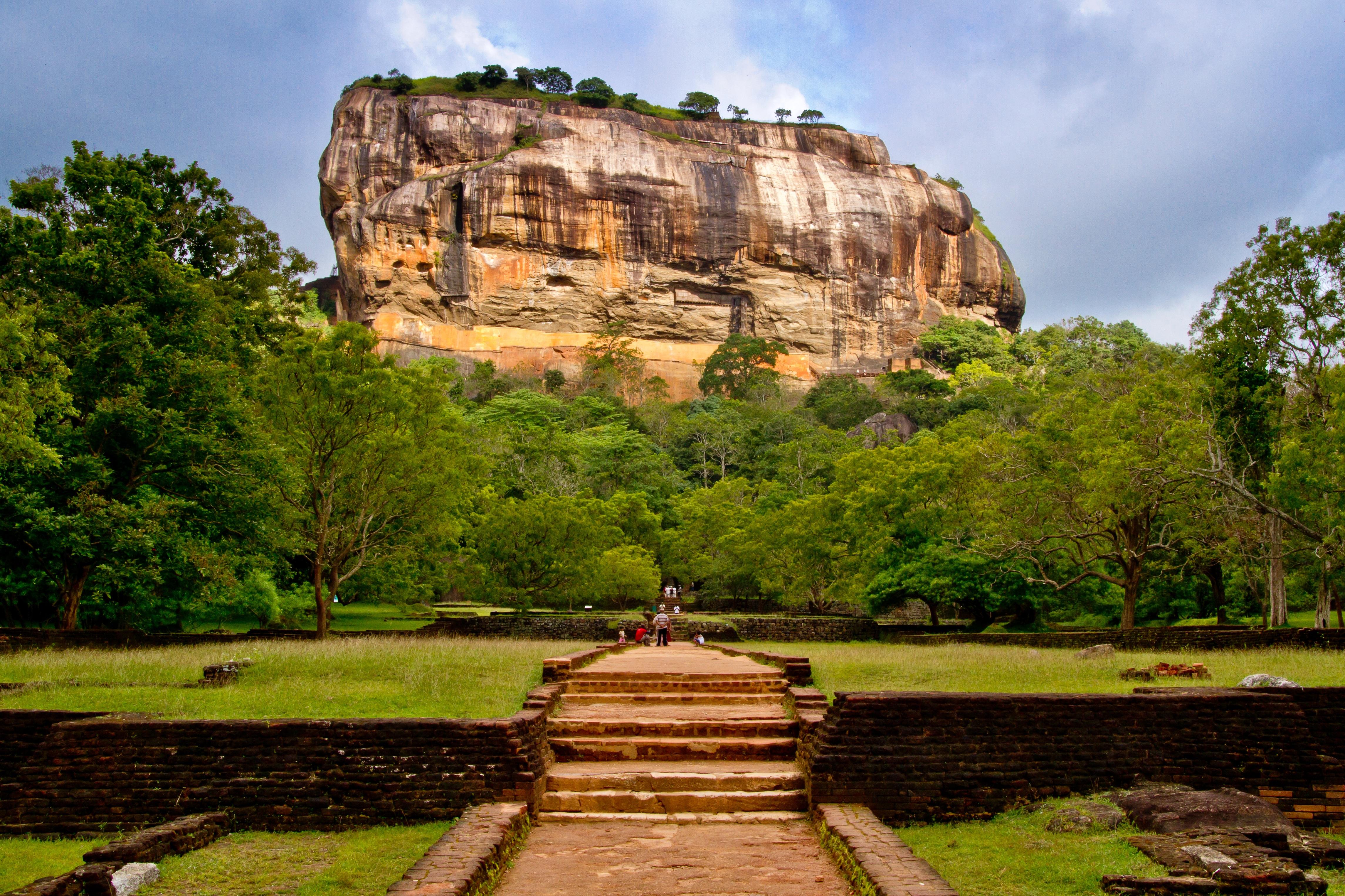 Шри-Ланка Остров на карте сезон для отдыха фото достопримечательности столица отели валюта