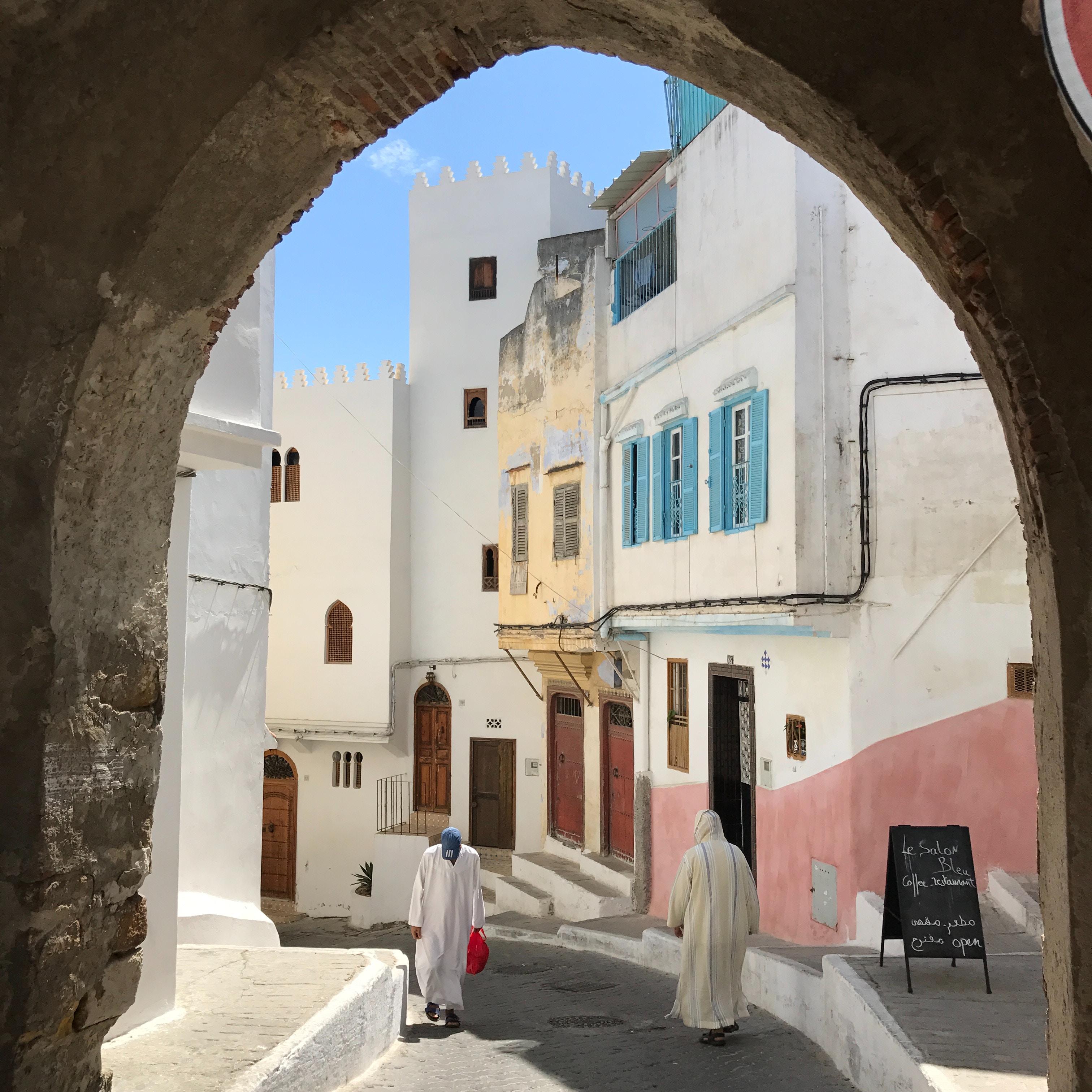 Ντόπιοι στα στενά της Ταγγέρης - διακοπές στο Μαρόκο
