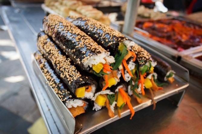 Корейские роллы  — популярная еда в Сеуле