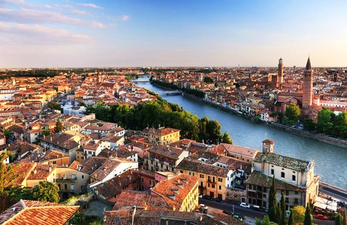 Πανοραμική θέα της παλιάς πόλης της Βερόνας, Ιταλία