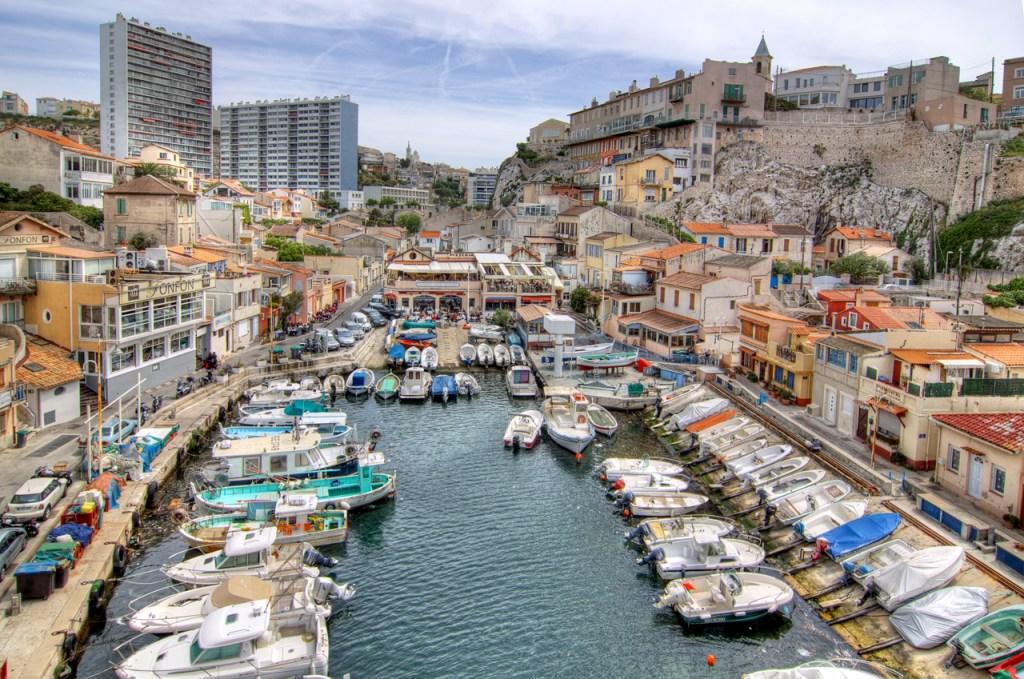 Σκάφη αραγμένα στη Μασσαλία - κοντινές αποδράσεις τον Σεπτέμβρη