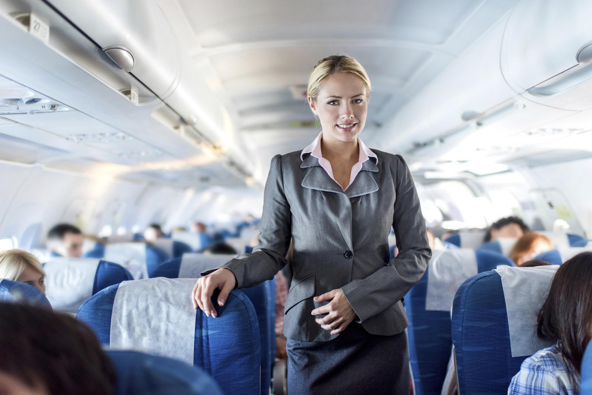 Стюардесса и пассажир, порно стоя и в одежде