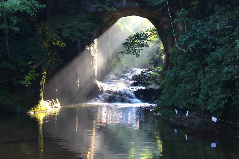 千葉のインスタ映えスポット 亀岩の洞窟