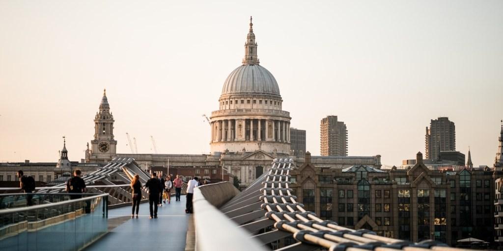 Bro i London.