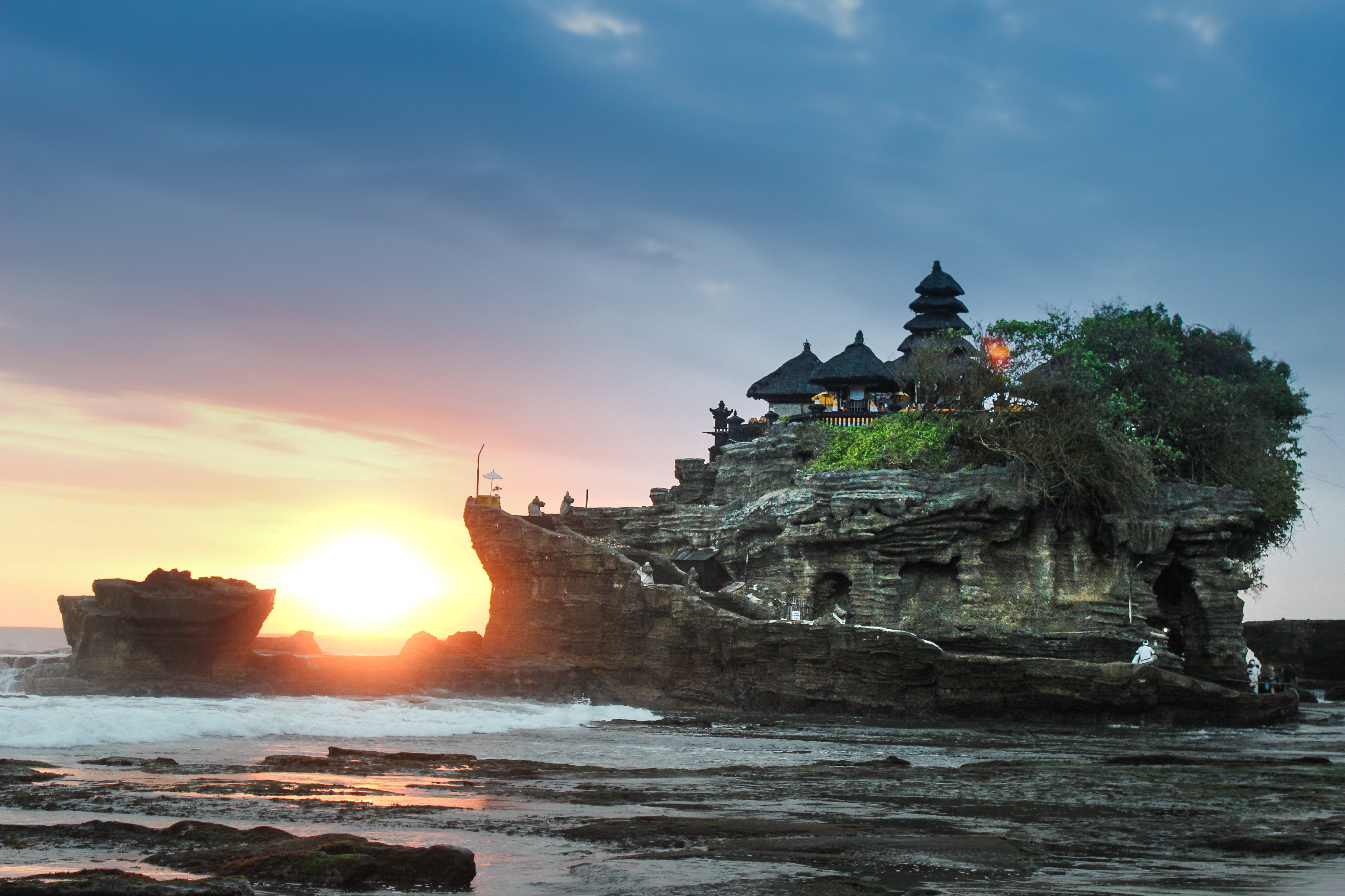 how to find cheap flights to Indonesia