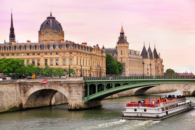 10 destinations où partir en week-end en amoureux - Paris, France