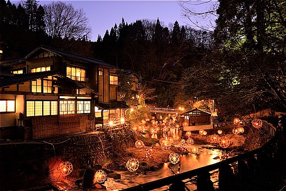日本国内の冬の絶景5選 黒川温泉 湯あかり
