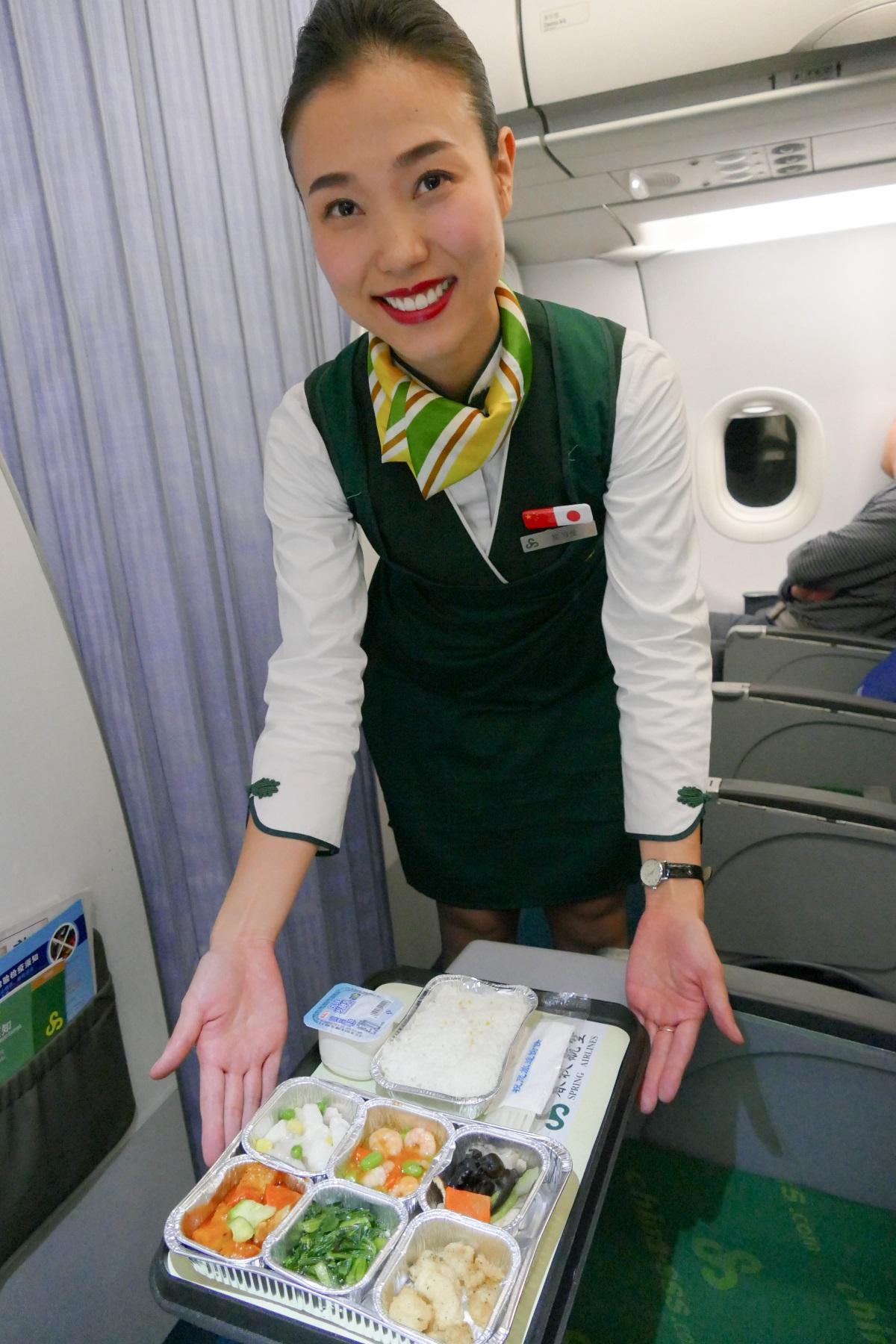 春秋航空 スプリングクラスの付帯サービス 機内食