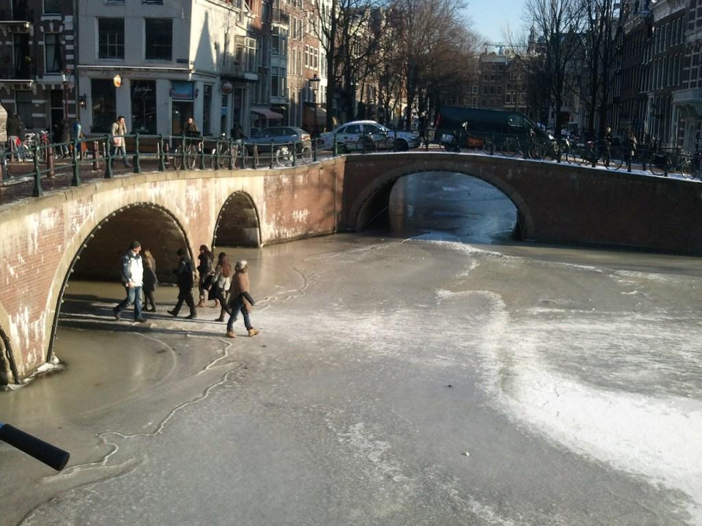 Canales nevados en Ámsterdam