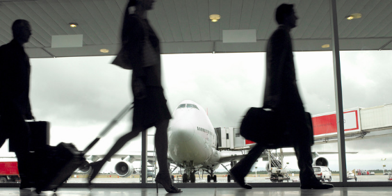 Worst U.S airports: A group of passengers prepares to catch a flight