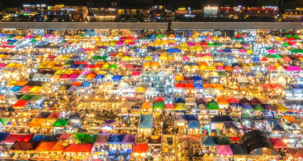 タイ バンコク ナイトマーケット タラート・ロットファイ・ラチャダー