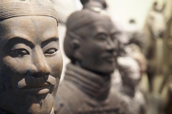 中国 兵士俑 かつては鮮やかに彩色されていた