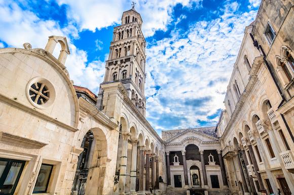 クロアチア スプリット ペリスティル広場と大聖堂