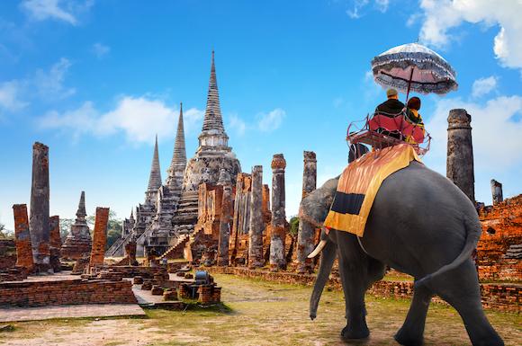 タイ アユタヤ 象に乗って世界遺産の遺跡観光