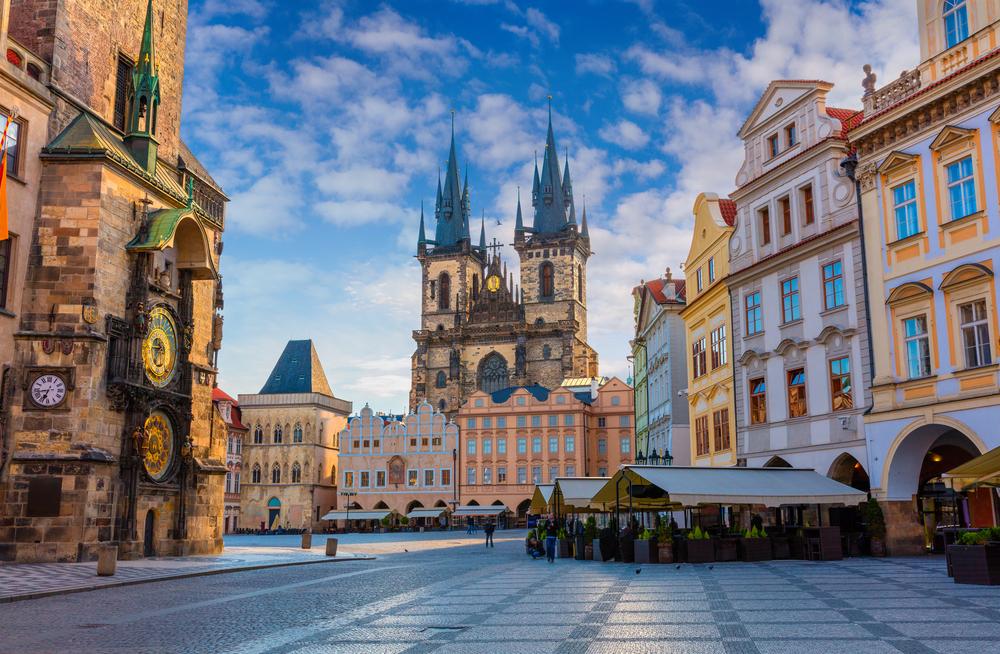 中・東欧へのアクセスが向上 プラハの旧市街広場