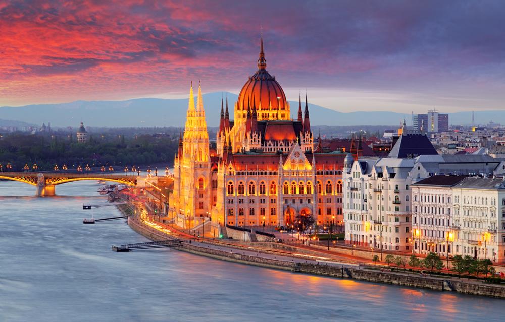 中・東欧へのアクセスが向上 ブタペスト ハンガリー国会議事堂