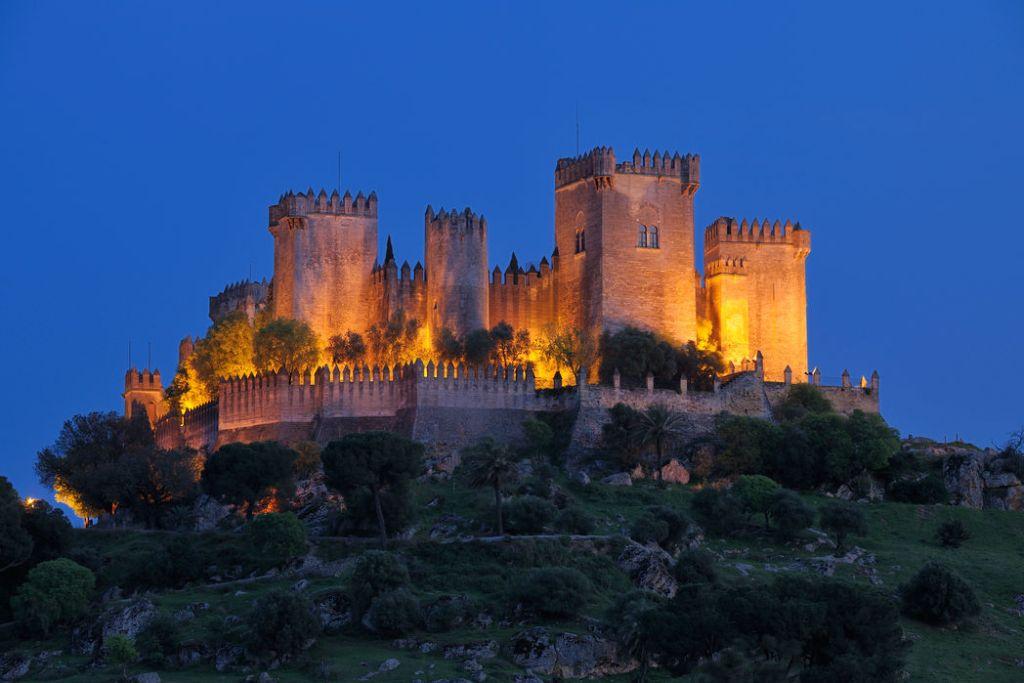 To Κάστρο Almodóvar στην Ανδαλουσία φωτισμένο τη νύχτα